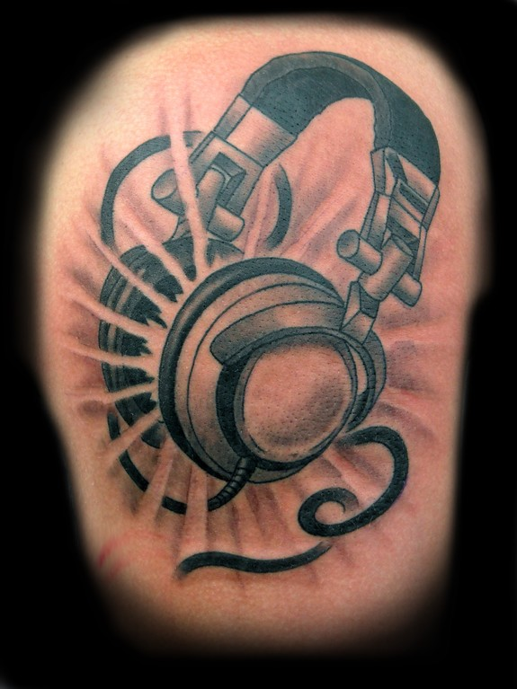 As a Dj for many years I always enjoy tattooing headphones, turntables and