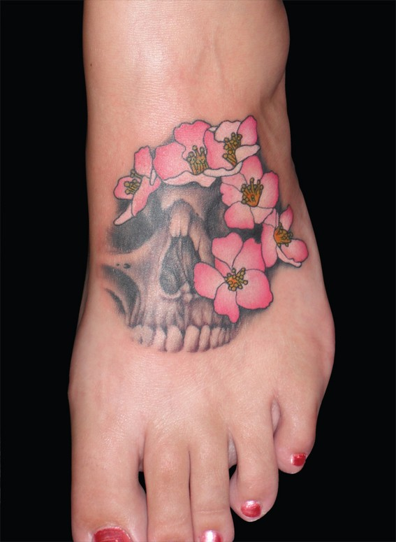 Women Foot Skull Tattoos Picture 1