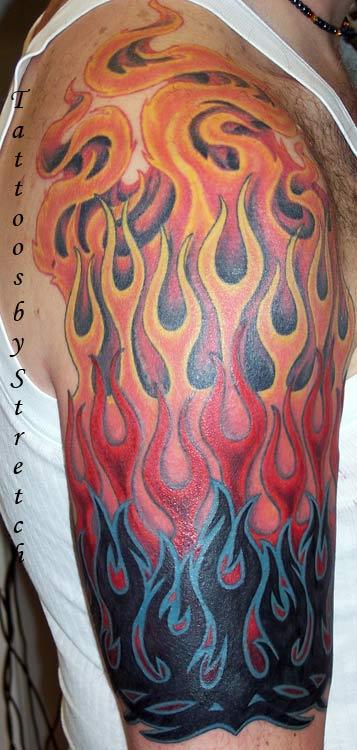 Татуировка пламени на плече